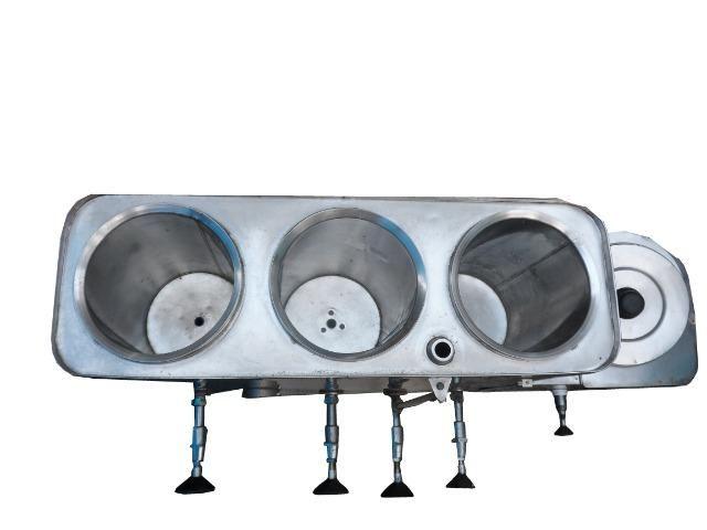Vendo uma cafeteira usada de inox marca universal 220 volt - Foto 3