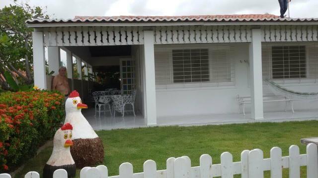 Linda casa com 3 quartos praia do Cupe