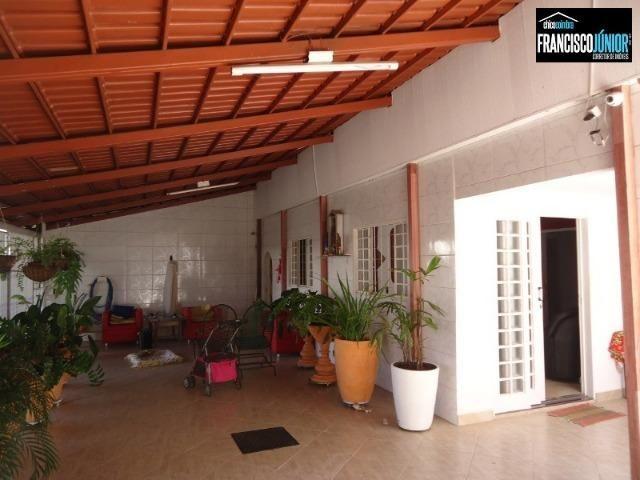 Casa no Setor Coimbra, 4 Quartos 1 suíte, 2 salas, Cozinha com armários, ótima localização