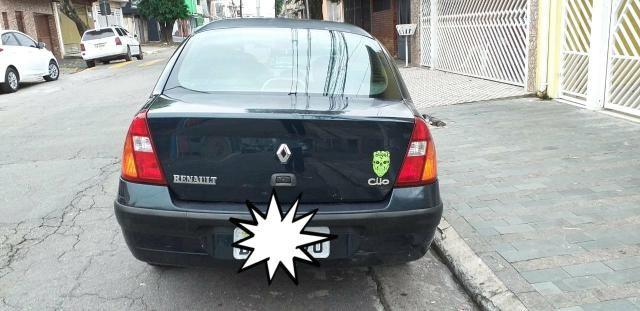 Clio sedan 4 portas