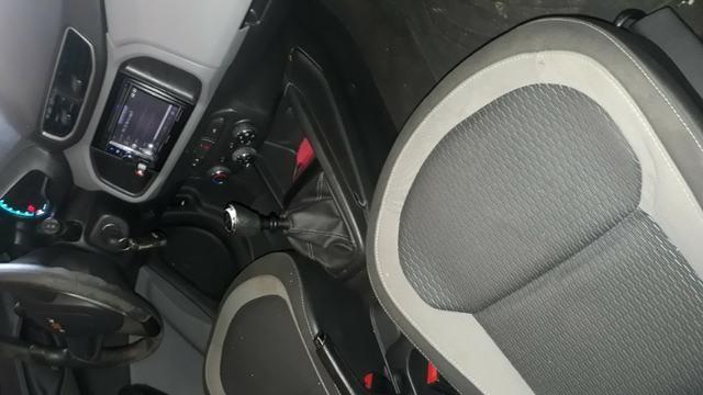 Veículo onix em ótima condições