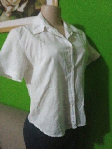 Camisas Femininas Brancas - Tamanho P - Foto 4