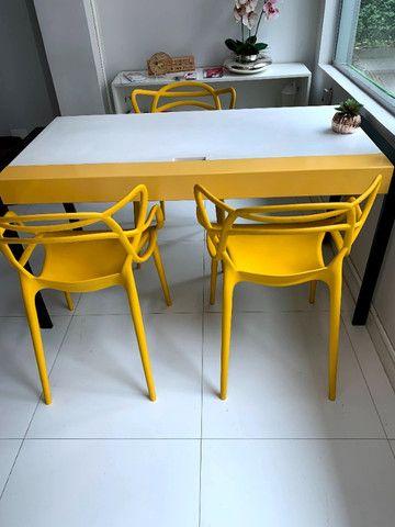 Mesa de Escritório branca/amarela (pés preto) Tok Stok (1.45 x 0.70) - Foto 2