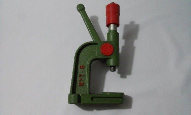 Maquina Pressão Pregar Botões Ilhós Rebite Forrar Botão 07 , com matriz