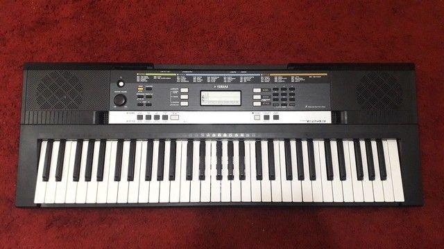 Teclado Yamaha e243 (  fonte, tripé, caixa original, capa, manual) - Foto 3