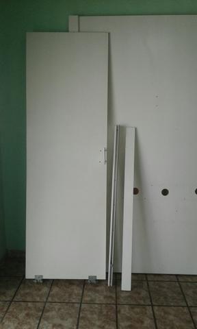 Vende-se essas divisórias de mdf altura 2.30 largura de 2,80 com a porta