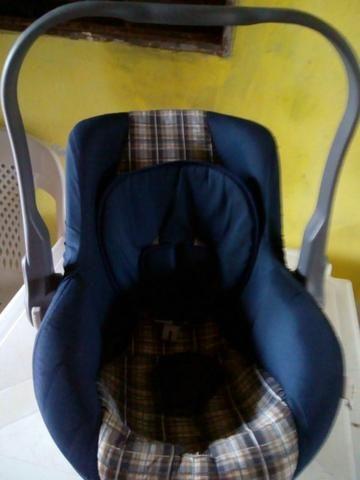 Vende se um bebê conforto