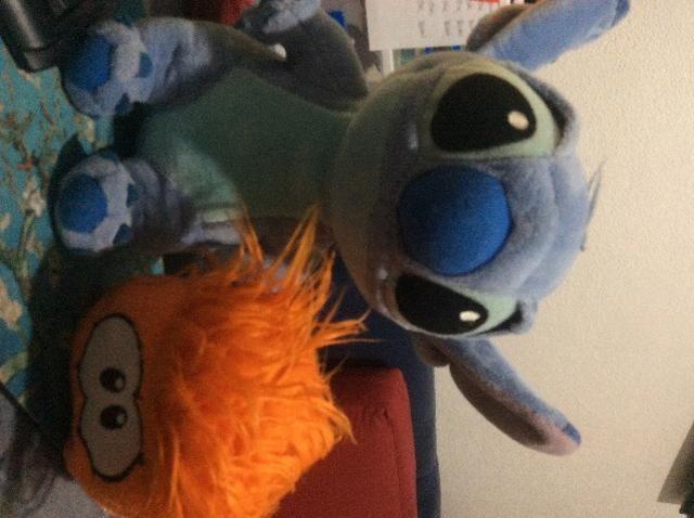 Pelúcia Stitch e puffle club peguin
