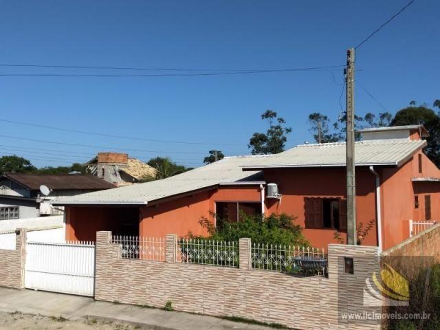 Casa para Venda em Imbituba, MIRIM, 3 dormitórios, 2 banheiros, 2 vagas