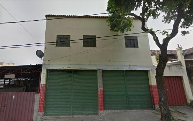 Casa em lote de 363 m² com loja ap. e barracão