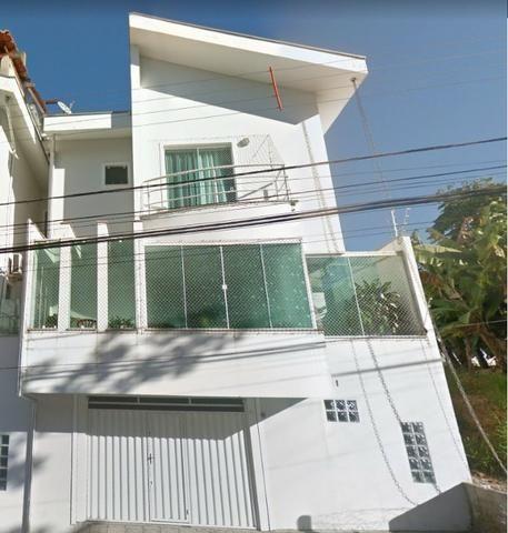 Lindo sobrado no bairro Ariribá em Balneário Camboriú 2 suítes e 2 vagas de garagem - Foto 2