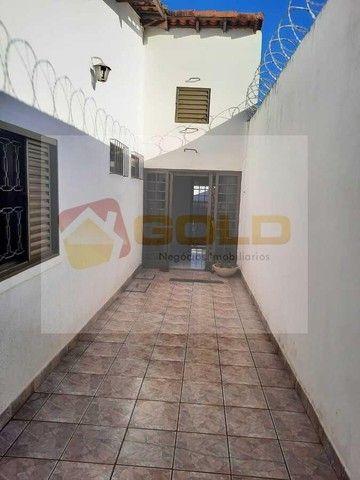 Casa para Venda em Uberlândia, Cidade Jardim, 3 dormitórios, 1 suíte, 3 banheiros, 3 vagas - Foto 13