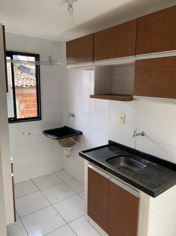 apartamento com cozinha projetada no alto branco - Foto 5