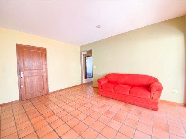 Lindo Apartamento Mobiliado junto as 4 Praças em Torres, 400mts do Mar. - Foto 2