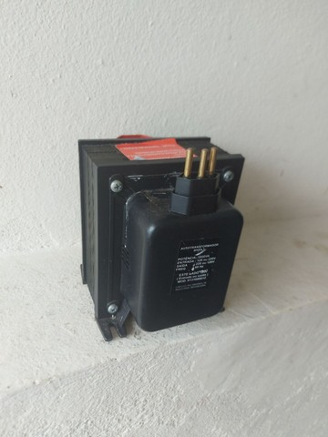 Transformador de 110v para 220v - 500 VA