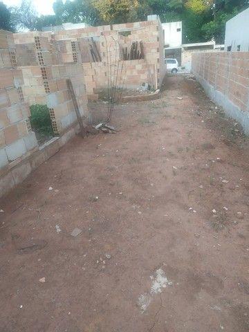 Casa semi pronta com fundações e muros levantandos  - Foto 6