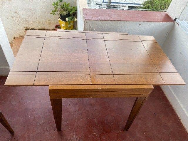 Mesa expansível de madeira com 4 cadeiras - Foto 5