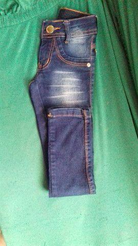 Vendo calça jeans tamanho 4 anos  menino estado de nova - Foto 3