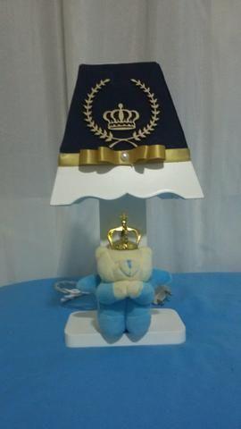 Abajur para quarto infantil modelo Coroa