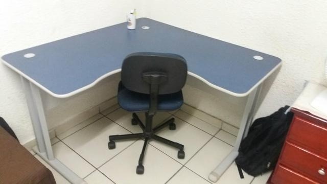 Mesa de esquina para estudo ou trabalho