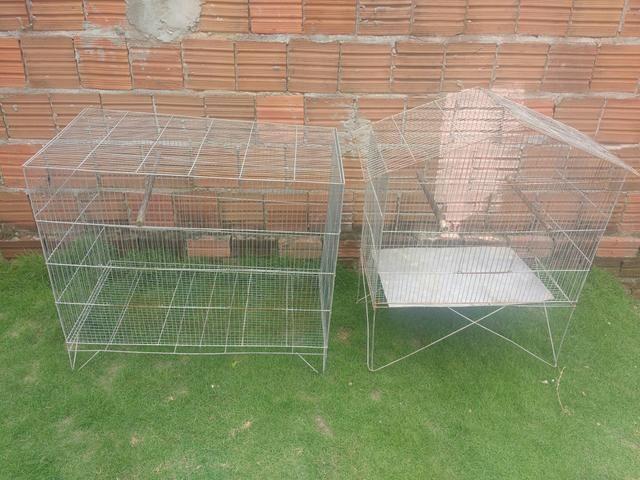 Vendo dois viveiros para periquitos, calopsitas ou agapones