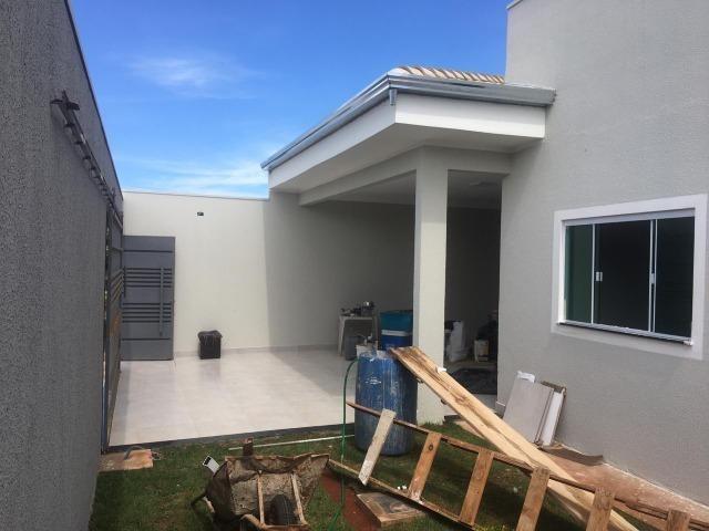 Vende-se Linda Casa de Esquina no Vale do Sol