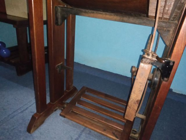 Máquina de costura antiga - Foto 3