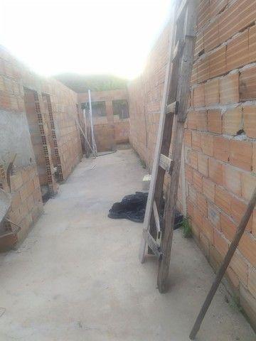 Casa semi pronta com fundações e muros levantandos  - Foto 3