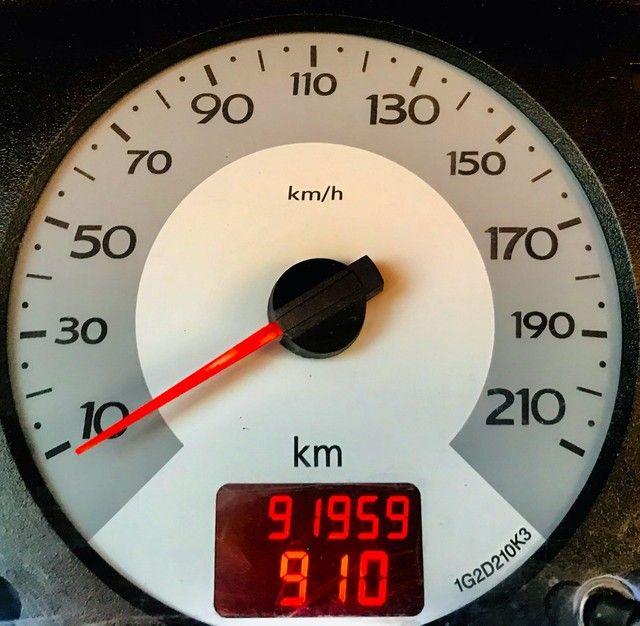 Clio 4P Básico com baixo km - Foto 6