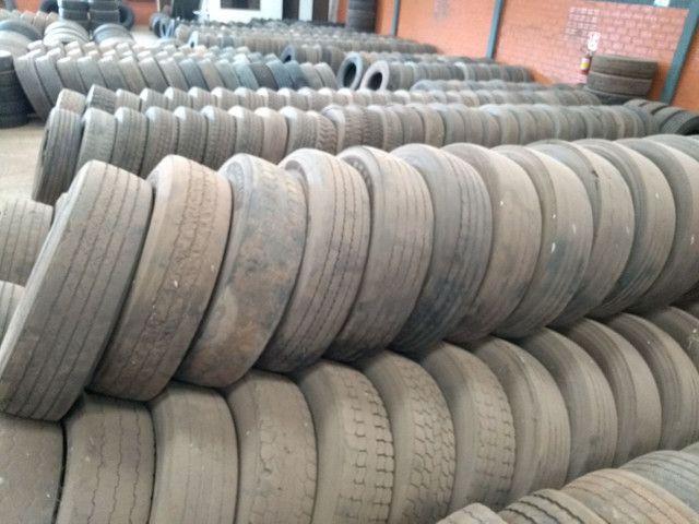 Lote de pneus usados 295 e 275 - Foto 7