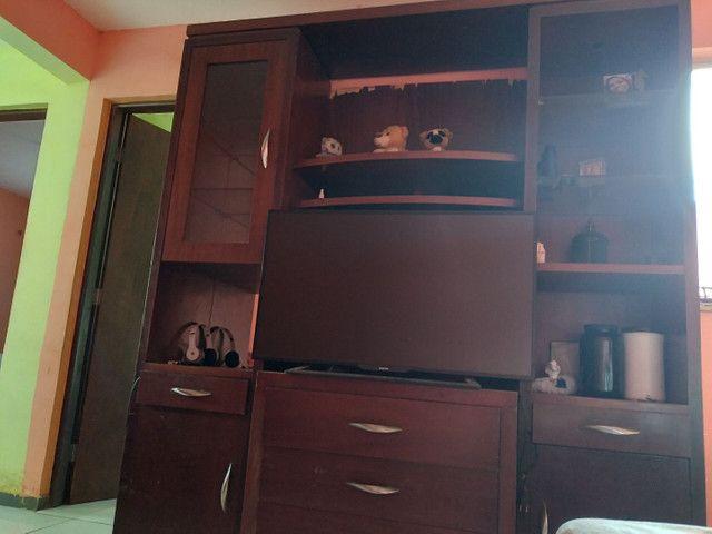 Vendo televisão para retirada de peças é estante de sala