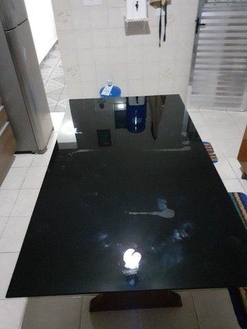 mesa 6 lugares tampo de madeira e vidro - Foto 3