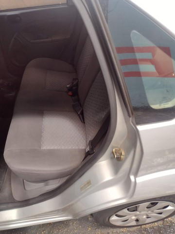 Fiesta sedan 06/07 - Foto 3