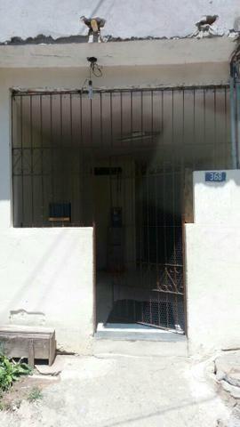 Casa 3 andares 3 quartos cozinha sala área de serviço banheiro