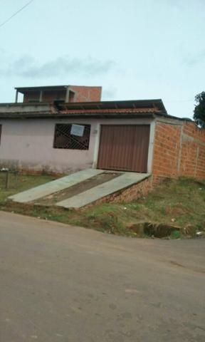 Vende-se uma casa em Alvenaria no bairro Vitória