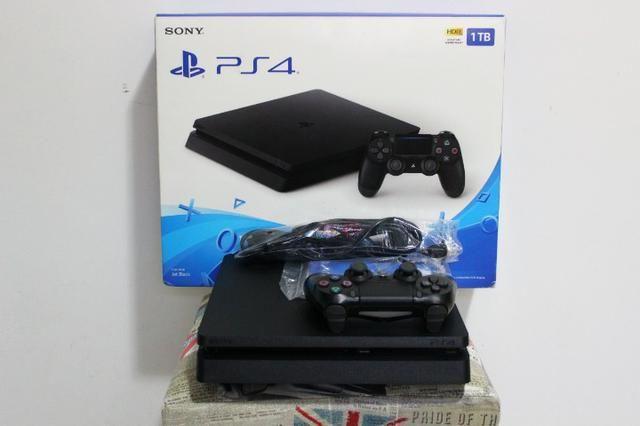 PS4 1TB Slim - Excelente Estado !!! * c/ Garantia - Cartão até 12X