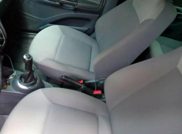 Troco voyage em carro financiado mais novo - Foto 4
