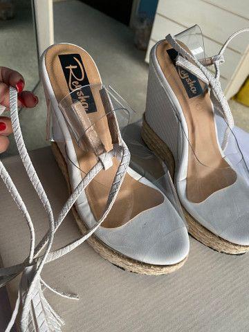 Sandália plataforma com amarração no tornozelo linda! - Foto 2
