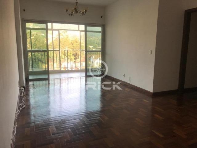Apartamento com 3 quartos sendo 2 suítes no Alto