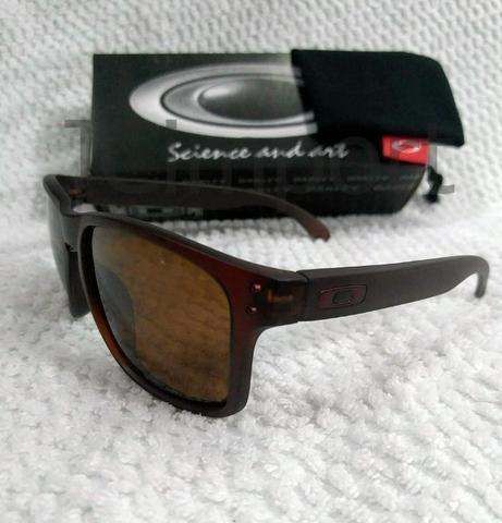 48e6c9d6168db Óculos de sol Oakley Holbrook Marrom Polarizado anti reflexo ...