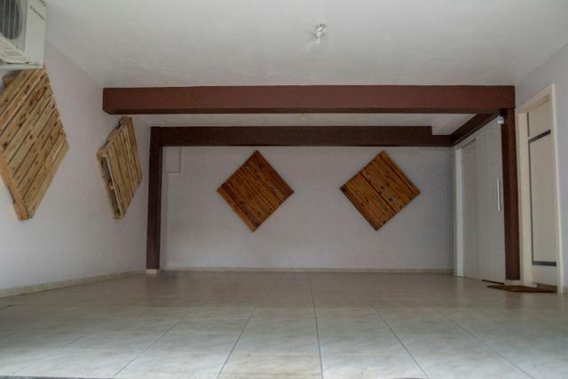Lindo sobrado no bairro Ariribá em Balneário Camboriú 2 suítes e 2 vagas de garagem - Foto 9