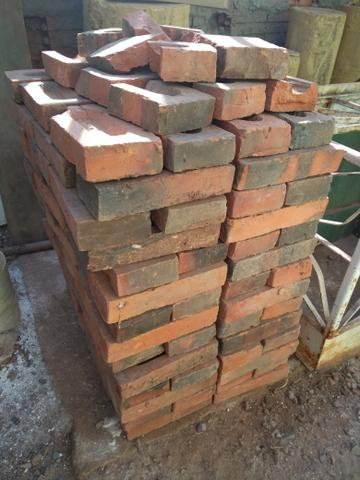 140 tijolos R$ 50,00 Maciço Requeimado