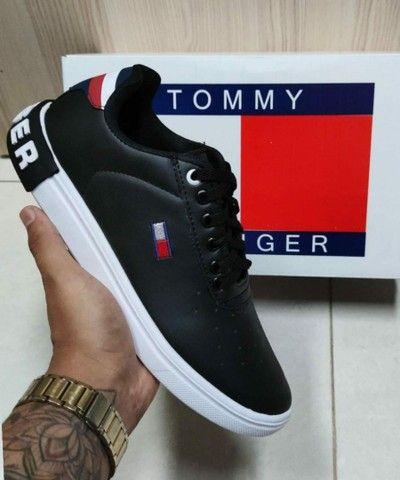Vendo tênis nike run e sapatênis Tommy hilfiger ( 120 com entrega )