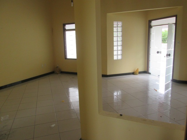Alugo casa em Condomínio na Fraga Maia - Foto 4
