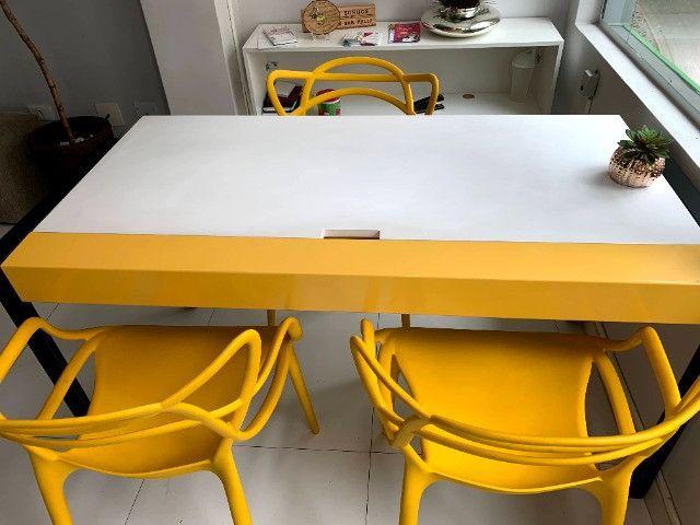 Mesa de Escritório branca/amarela (pés preto) Tok Stok (1.45 x 0.70)