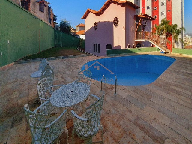 Excelente casa com piscina no bairro Santa Cruz com aproximadamente 10 vagas de garagem.
