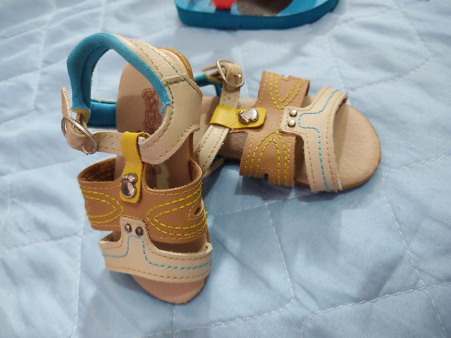 Chinelo e sandália pé com pé 20 reais os dois - Foto 3