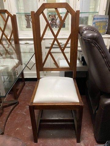 Mesa de jantar seminova com 4 lugares, madeira maciça - Foto 3