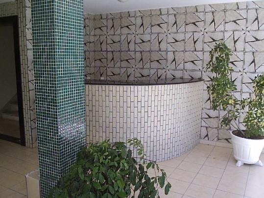 Barra. Quarto e sala na Rua João Pondê. Edifício Ogun. Perto do Porto da Barra