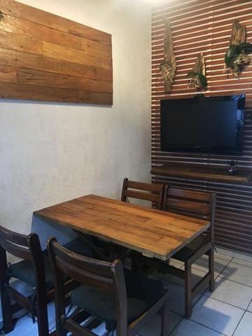 Decoração de ambientes externos com madeira maciça